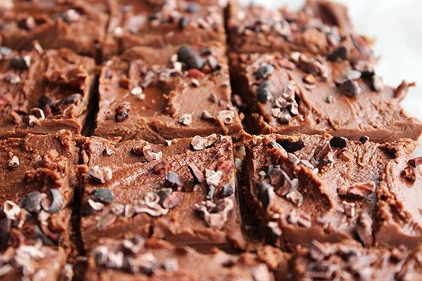10 MINUTE HEALTHY CHOCOLATE FUDGE