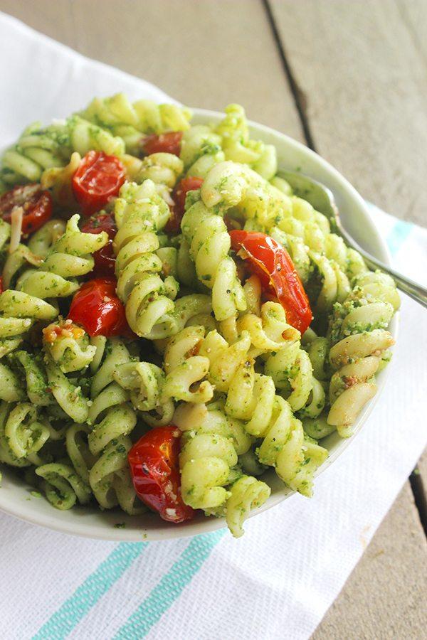Spinach Pesto Pasta | simplegreenmoms.com