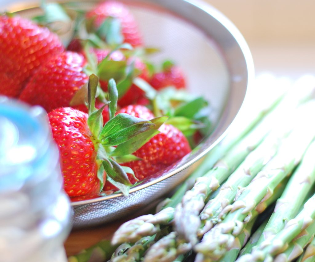 Spinach Asparagus and Strawberry Salad