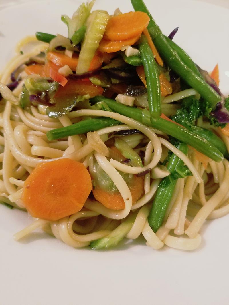 veggie lo mein by simplegreenmoms.com