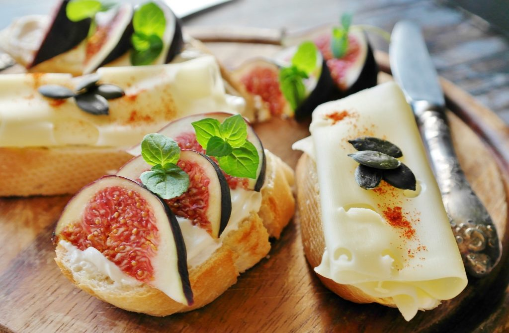 Bread slices with cheese and fig on top