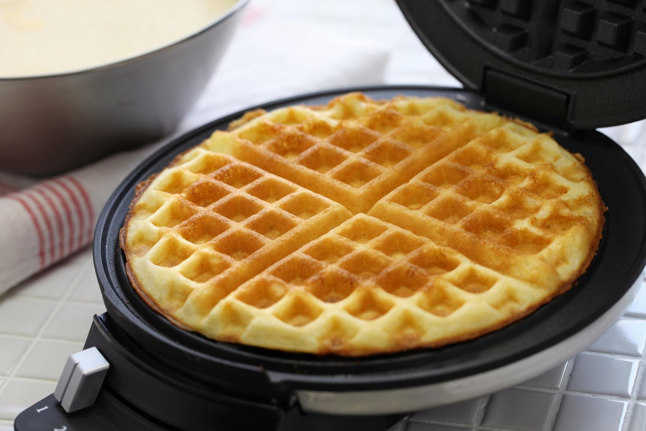 Ceramic waffle iron