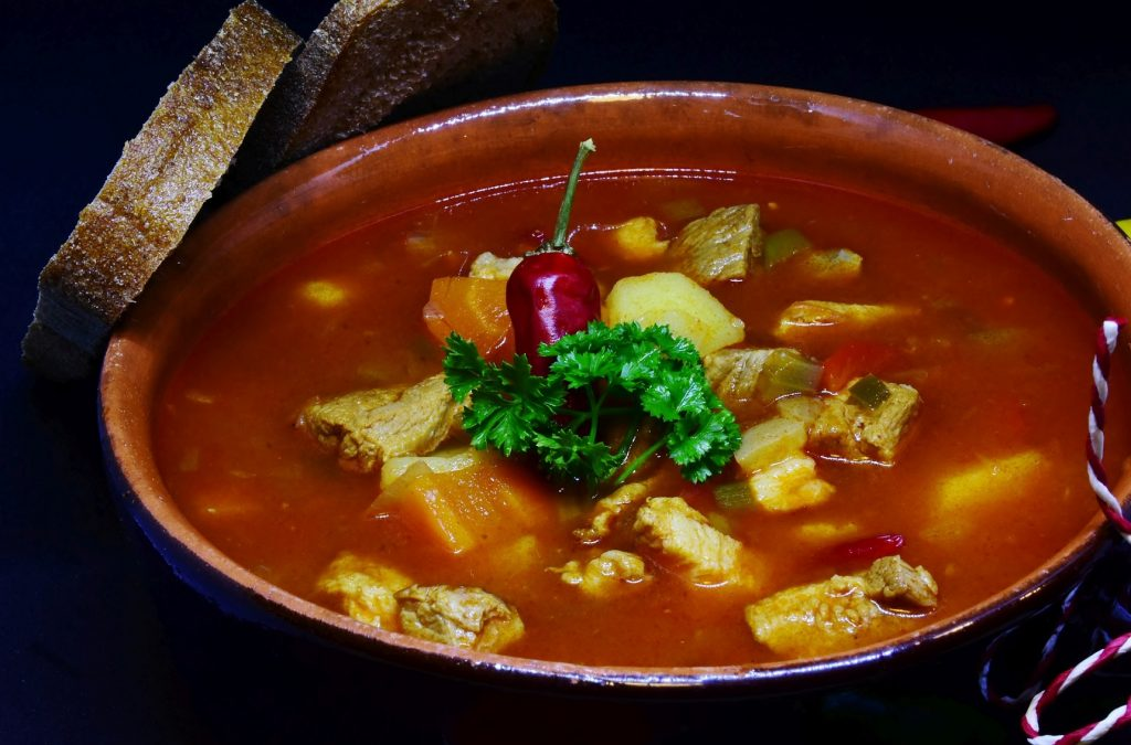 Slow cooker Goulash with bread