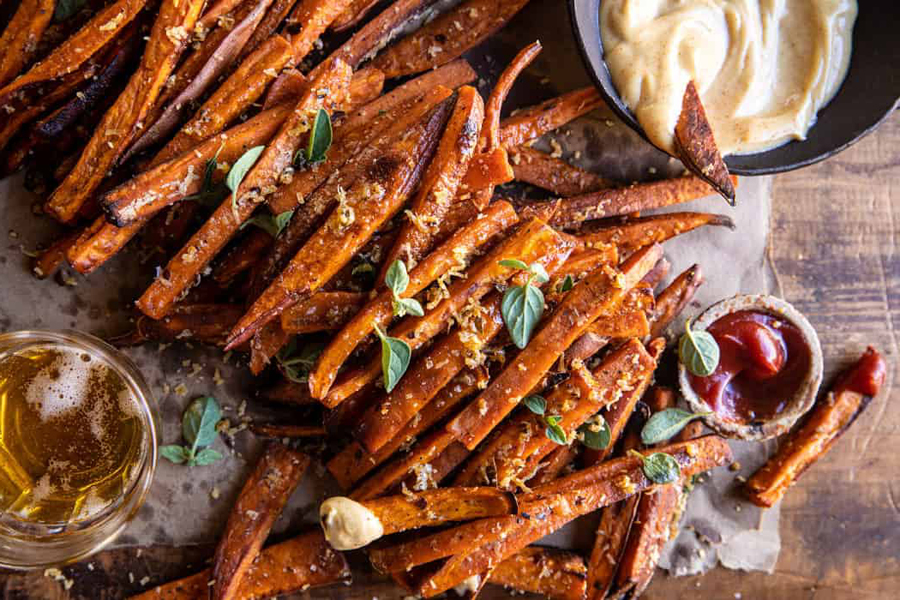 sweet potato fries with dipping sauce