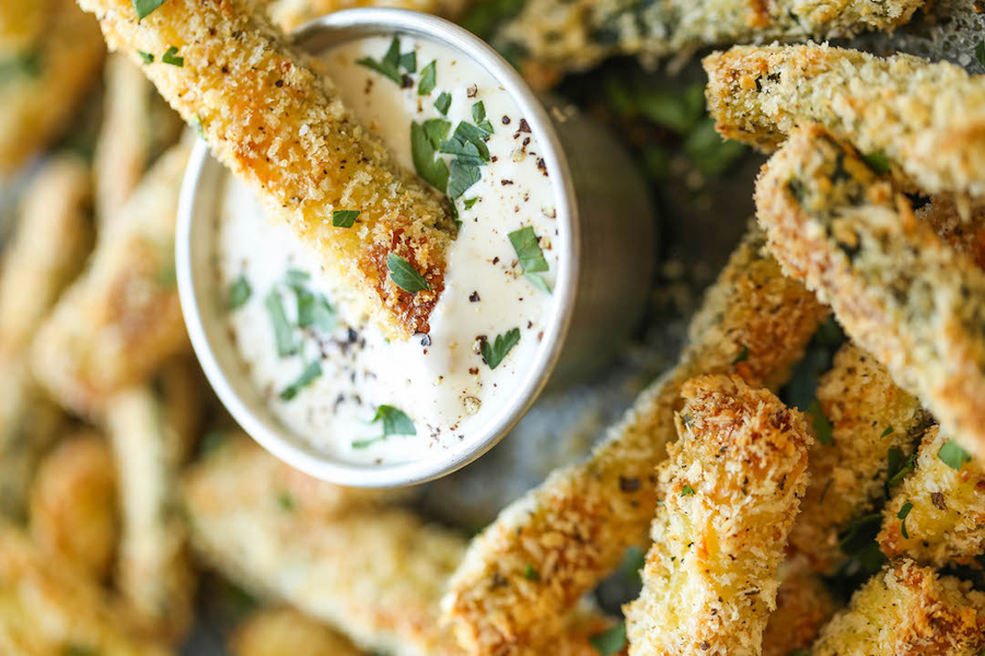 zucchini fries with dipping sauce