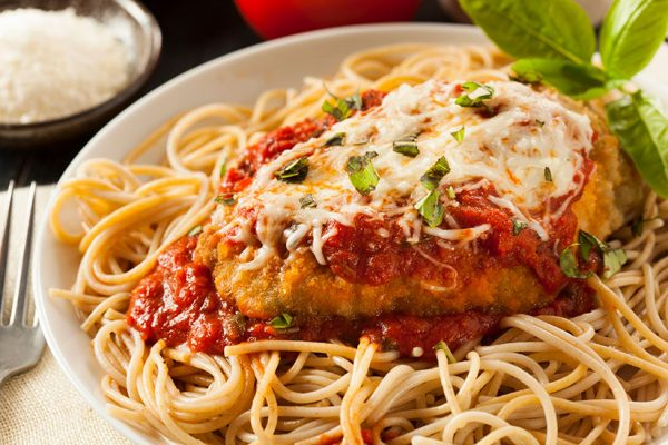 What to Serve with Chicken Parmesan: 20 Incredible Side Dishes